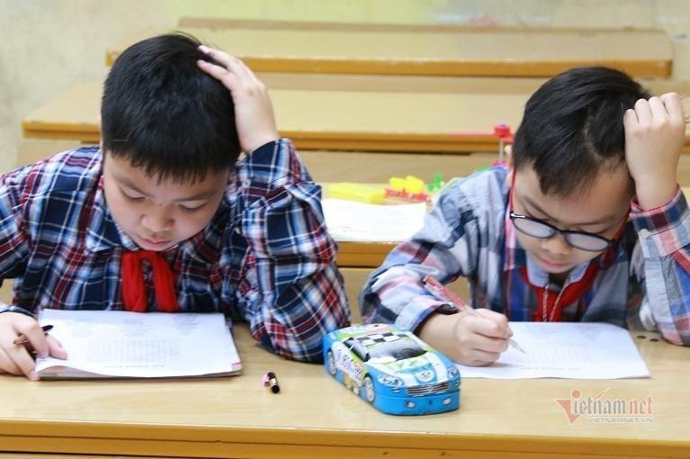 Nghỉ dịch dài ngày, học sinh tiểu học quên mặt chữ, nhầm cách tính toán