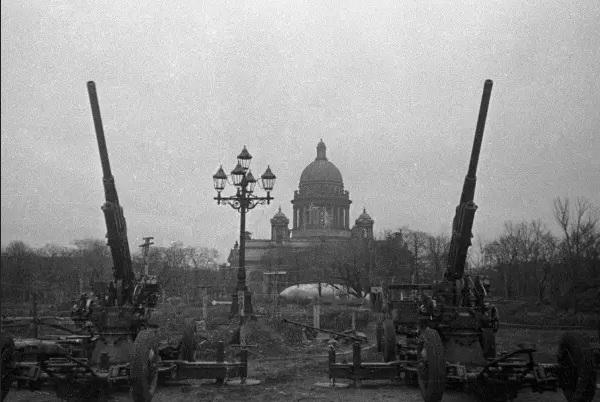 """Bí ẩn """"con đường sống"""" và """"con đường chiến thắng"""" ở Leningrad"""