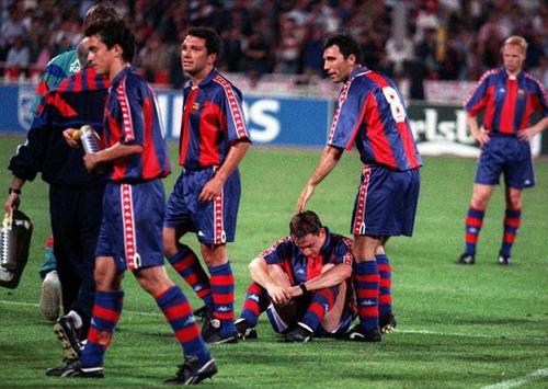 Ngày này năm xưa: Milan 'nghiền nát' Barca, ẵm Cup C1
