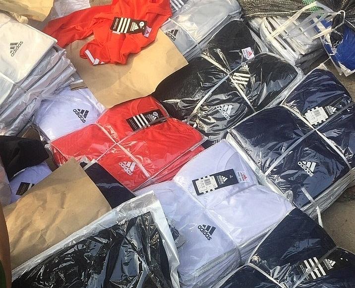 Hà Nội: Tạm giữ hàng nghìn quần áo giả mạo nhãn hiệu LV, Adidas