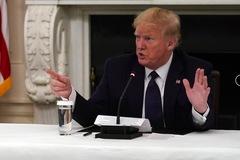 Ông Trump uống thuốc chống sốt rét hàng ngày để ngừa Covid-19