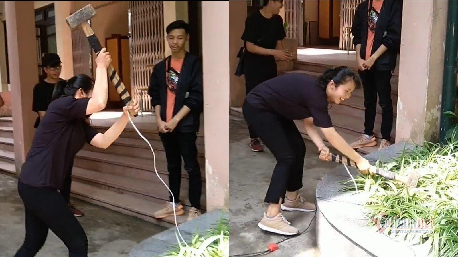 Nữ sinh vác búa tạ, thực tập đo máy địa chấn