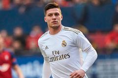 """Real Madrid biến tiền đạo """"chân gỗ"""" thành sát thủ vòng cấm"""