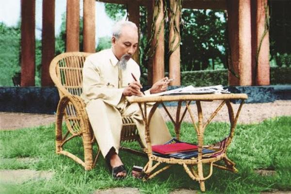 'Văn thơ là nơi kết tinh và soi tỏ rõ nhất chân dung Hồ Chí Minh'