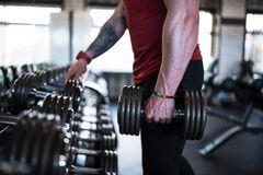 Lý do thật sự khiến việc tập gym làm nam giới yếu sinh lý