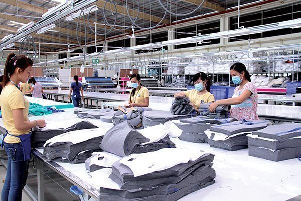 Unable to find new markets, garment companies lower business targets