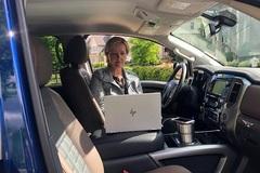 Làm việc trên xe hơi, xu hướng của dân công sở Mỹ