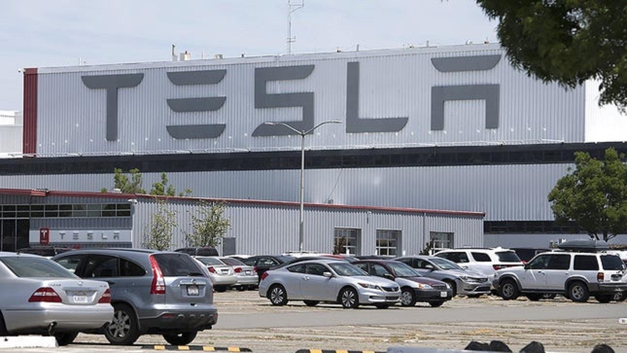 Nhiều hãng xe vẫn quyết định tái sản xuất trong tuần này