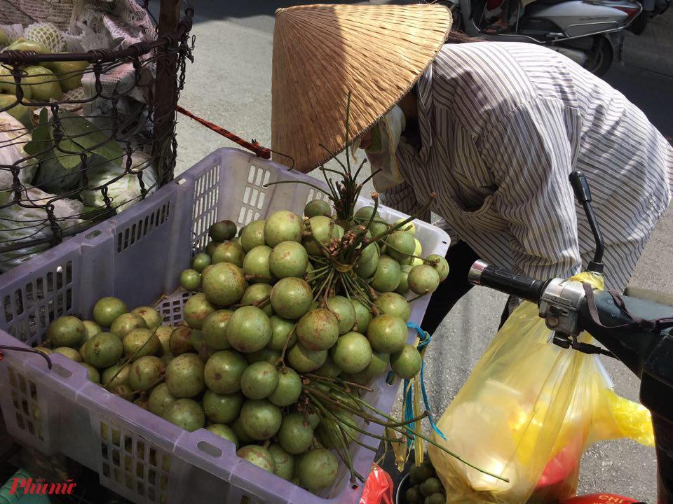 Trái cây miền Tây mất mùa, rớt giá