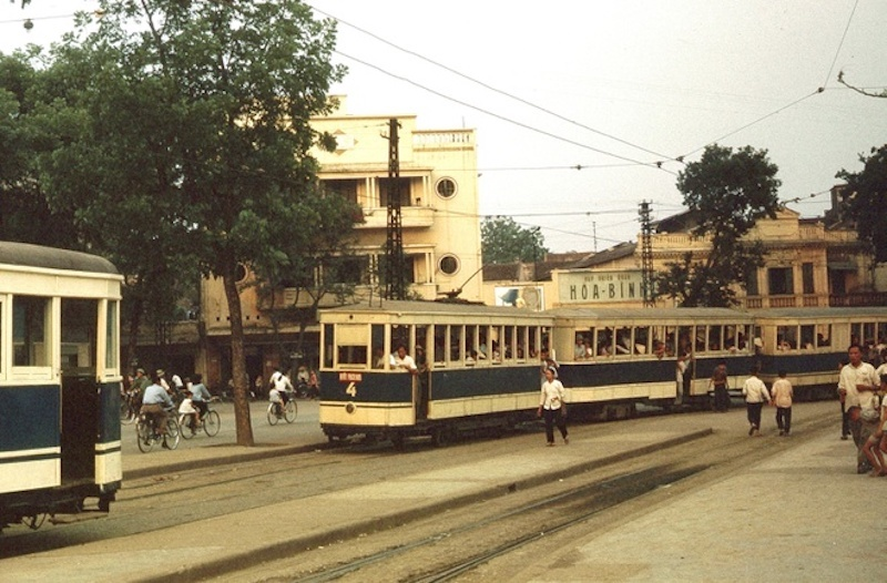 Snapshots of trams reminisce about old Hanoi