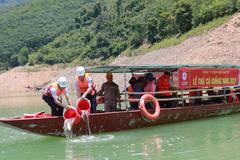 35.000 con cá giống thả xuống hồ thủy điện Bản Vẽ