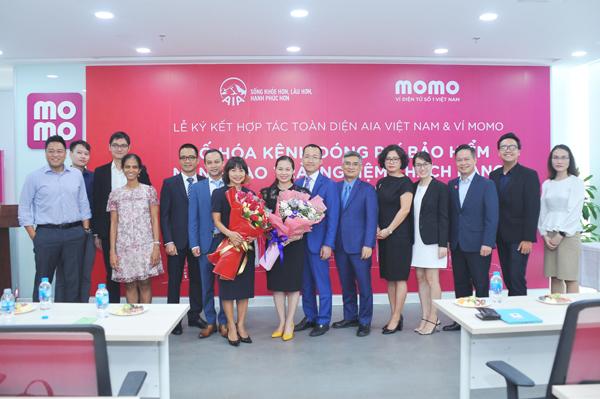 Ví MoMo và AIA Việt Nam hợp tác số hóa bảo hiểm