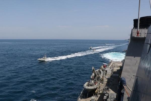 Phản ứng của Iran sau cảnh báo lạ của hải quân Mỹ