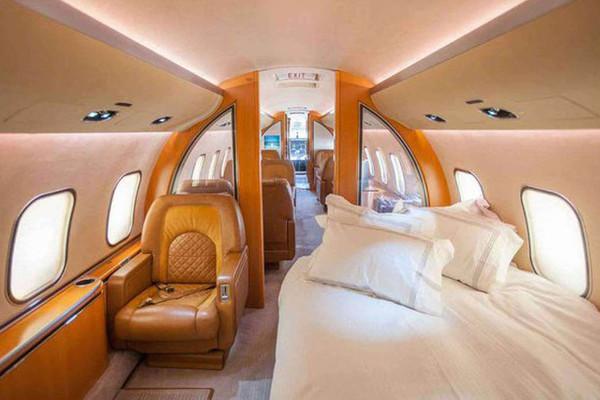 """Ngắm """"cung điện bay"""" trị giá 1.900 tỷ của ông chủ Chelsea"""