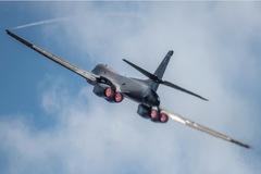 Khẩu chiến leo thang, máy bay ném bom Mỹ tăng cường bay sát TQ