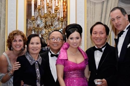 Tỷ phú gốc Việt từng khiến TT Trump 'nóng mặt', bỏ Hoa hậu lấy em gái Cẩm Ly