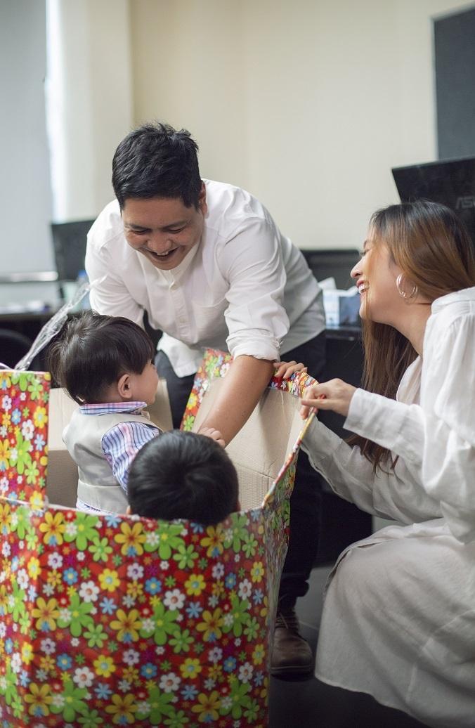Quà bất ngờ Thanh Thuý tặng Đức Thịnh nhân 12 năm ngày cưới