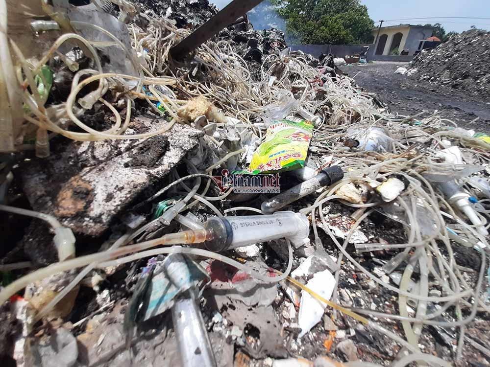 Bộ TN&MT yêu cầu xử lý dứt điểm triệu màn hình tivi chất đống ở Vĩnh Phúc