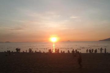 Bãi biển mở cửa trở lại, du lịch Việt bắt đầu nhộn nhịp