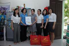 200 đoàn viên, người lao động được tặng quà trong Tháng công nhân