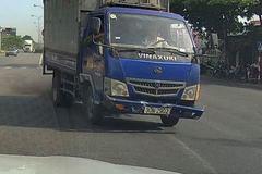 """Xe tải """"phi"""" vào làn ngược chiều Quốc lộ 10 khiến loạt container khiếp vía"""