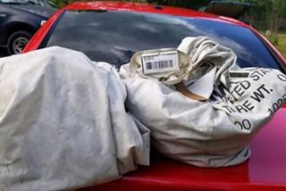 Gia đình Mỹ trả lại túi tiền 1 triệu USD nhặt được trên đường