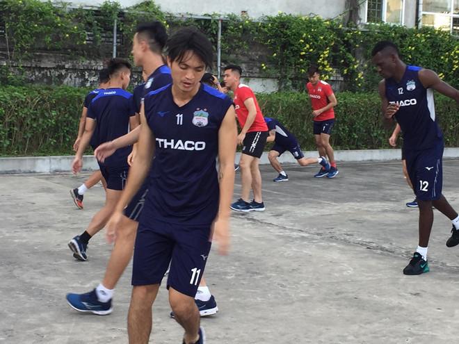 CĐV Nam Định chen nhau mua vé đón thầy Park, xem giò HAGL