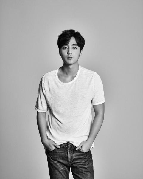 Baekhyun (EXO) cầu xin sự riêng tư vì bị người hâm mộ theo dõi