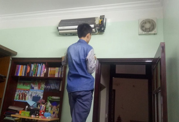 Chuyên gia 'giải phẫu' điều hòa: Ngày kiếm hàng chục triệu, cả Hà Nội chỉ có vài người