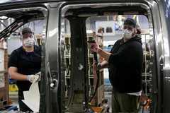 Nhân viên của Ford lại nhiễm Covid-19 khiến 2 nhà máy tạm đóng cửa