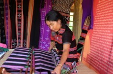 Ethnic people strive to keep traditional craft alive
