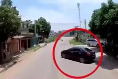 Tránh ô tô con quay đầu tuỳ hứng, xe container suýt gây tai nạn kinh hoàng