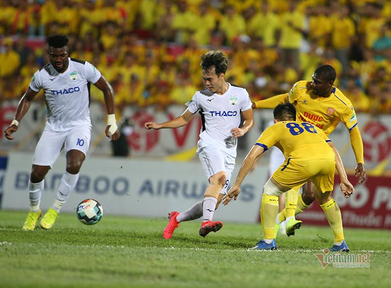 HAGL vs Nam Định: Ghế HLV Lee Tae Hoon lung lay