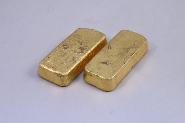 Đến nhà ông bà chơi, tìm thấy 2 khối vàng gần 2 tỷ