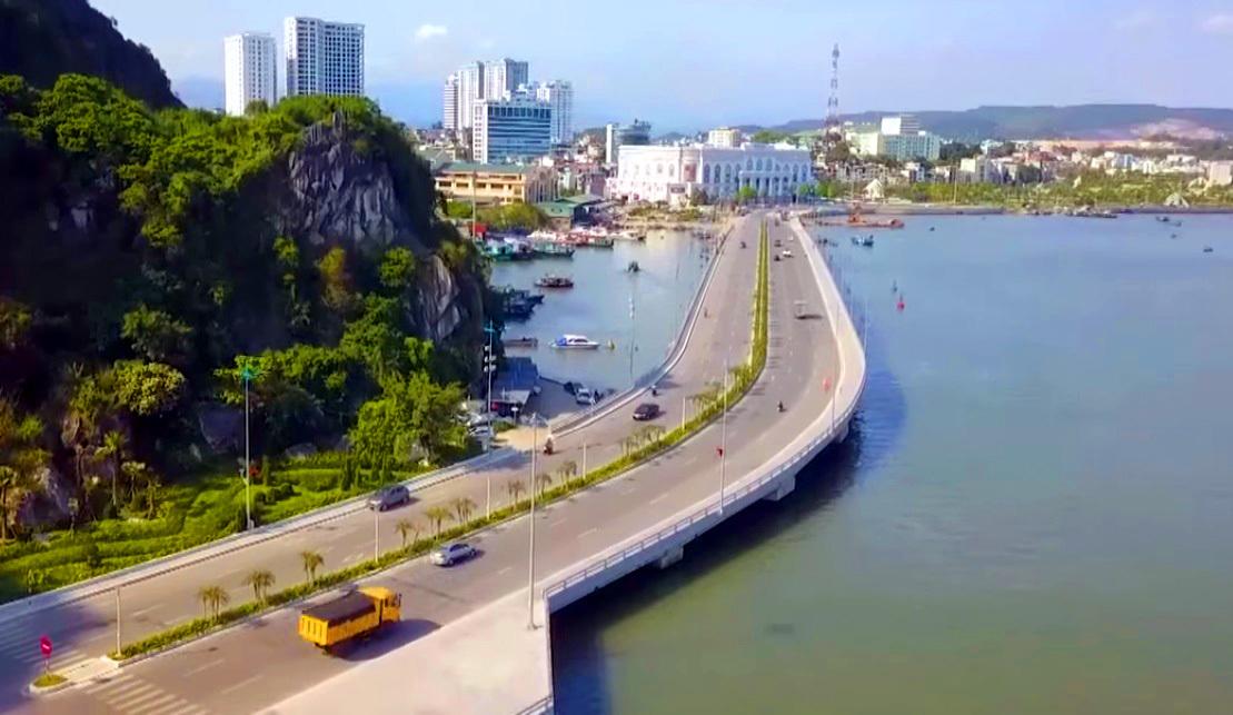 Thủ tướng cắt băng khánh thành đường bao biển đẹp nhất Quảng Ninh