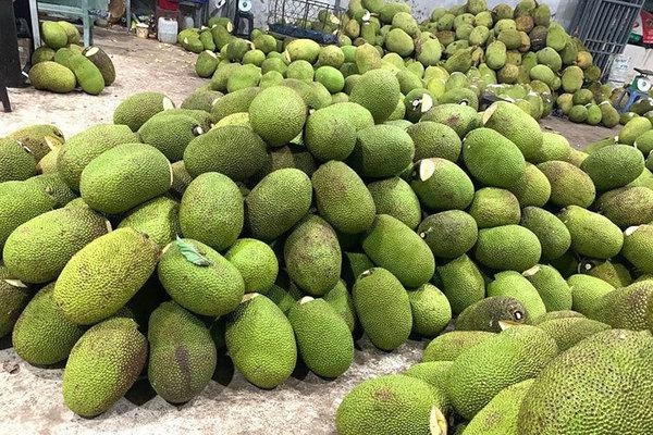 Hoa quả Việt giảm giá kỷ lục, hàng Thái, đồ Trung Quốc đắt khách
