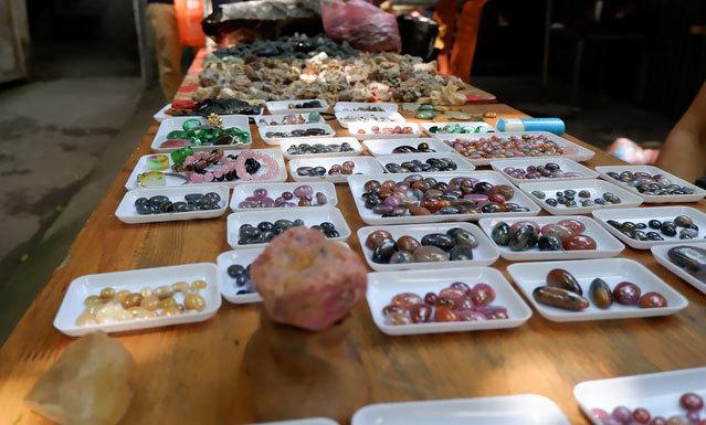 Phiên chợ triệu USD chuyên bán đá quý độc nhất giữa lòng Hà Nội