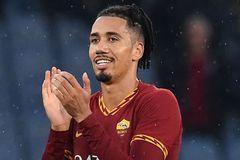 MU chiều lòng Chris Smalling, bán rẻ cho AS Roma