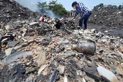 Xuất hiện chủ nhân đống xilanh, dây truyền dịch trong bãi rác ở Vĩnh Phúc