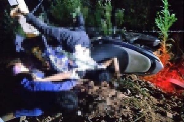 Hai thiếu niên ở Hà Tĩnh tử vong cạnh xe máy bên vệ đường