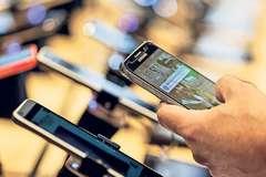 """4 smartphone lỗi thời nhưng """"đáng đồng tiền"""" cho ai muốn tiết kiệm"""
