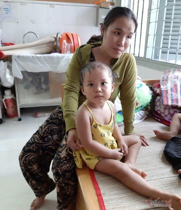 Bạn đọc VietNamNet tiếp sức cho em bé bị u não