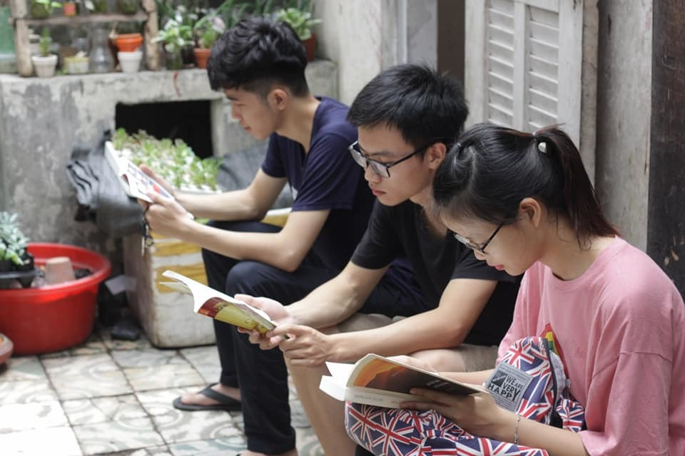 Chàng sinh viên mồ côi cha muốn dùng sách để kết nối niềm tin