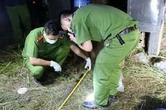 Vợ nằm bên đường với 11 nhát dao, chồng gục trong nhà nghi uống thuốc cỏ