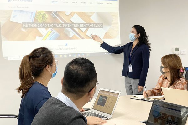 Covid-19 gives push to digital transformation process in Vietnam