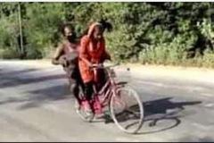 Ivanka Trump bị chỉ trích nặng nề vì khen thiếu nữ nghèo Ấn Độ