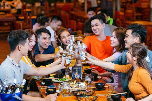 Giới trẻ ví mỏng vẫn có thể vui hết nấc trong hàng quán TP.HCM