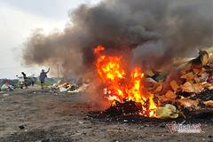 Công an vào cuộc vụ màn hình tivi chất đống cháy nghi ngút