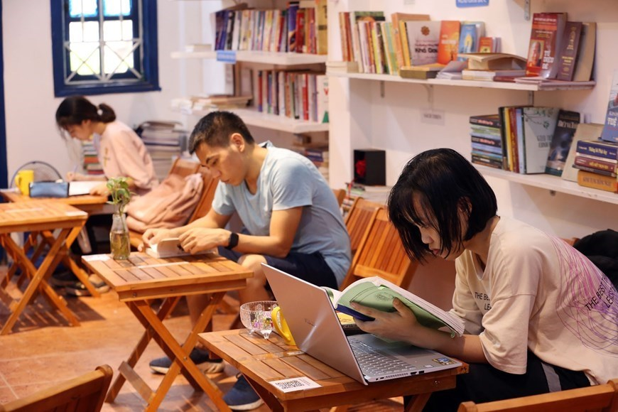 Free library for bookworms in Hanoi