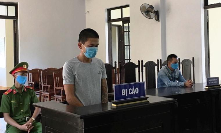 Tát nữ nhân viên chốt kiểm dịch ở Quảng Nam, gã trai lãnh 9 tháng tù